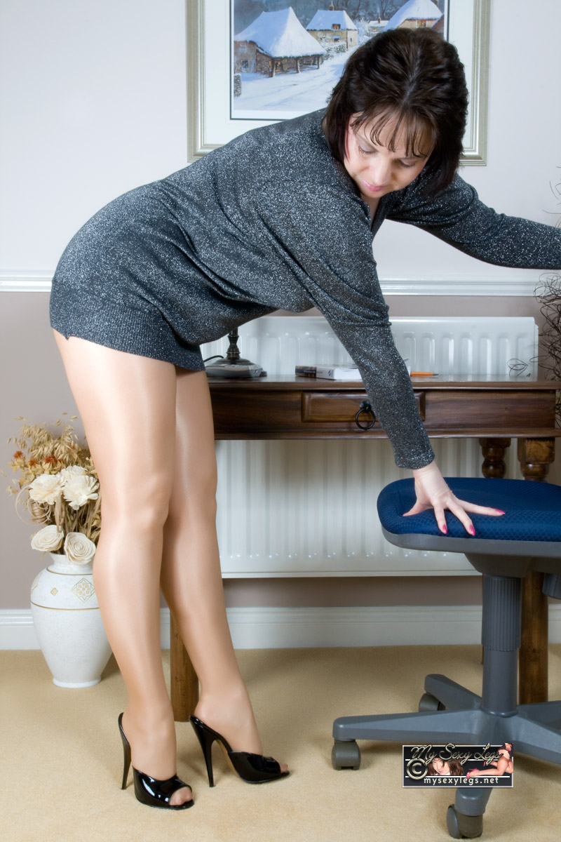 image British mature in stockings gets fucked