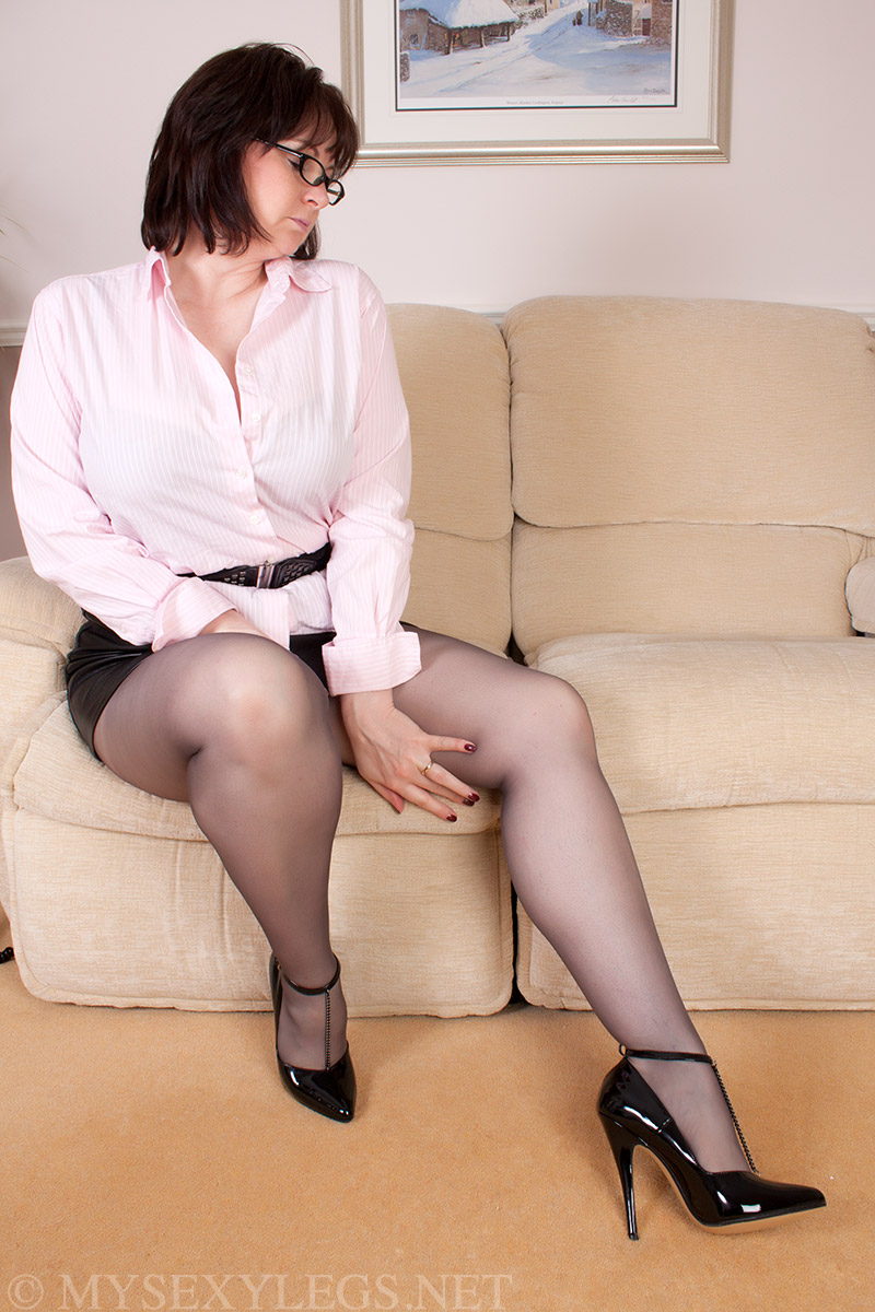 A milf secretary in pantyhose gets fucked for a promotion 5